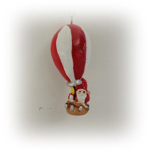 Tomten i luften med luftballong