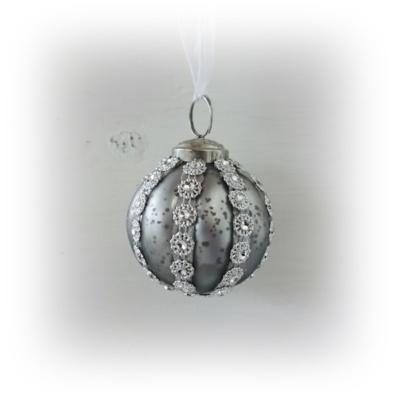 Silverkula med stenar
