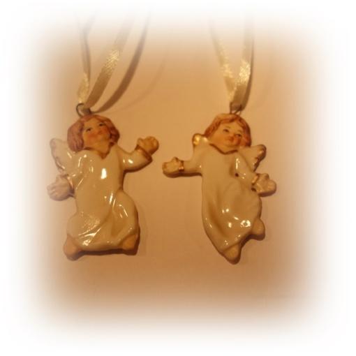 Ängel i keramik i två olika modeller..