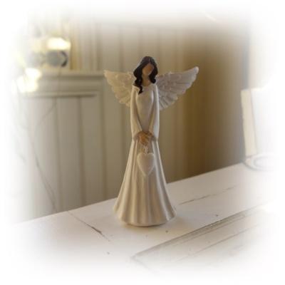 Vit ängel med hjärta..