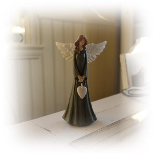 Blågrå ängel med hjärta..