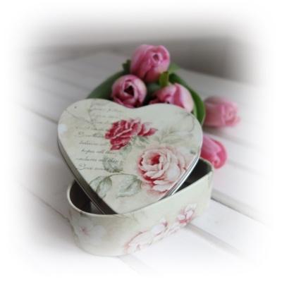 plåtburk med rosor