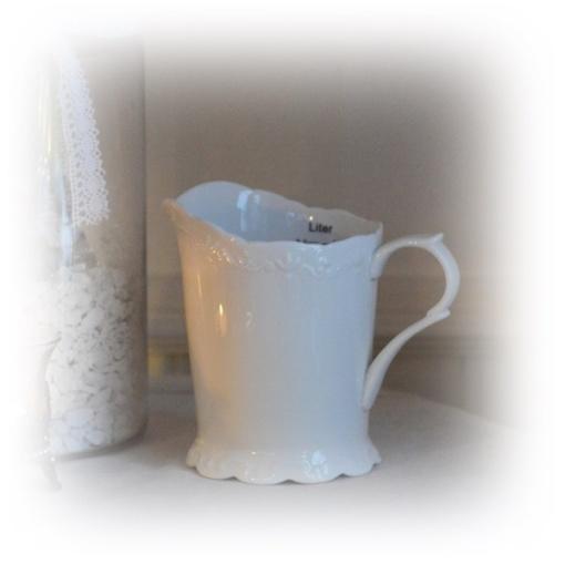 vit porslins kanna 0,5 liter