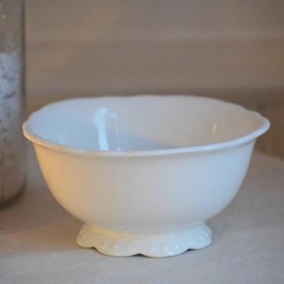 skål i vitt porslin